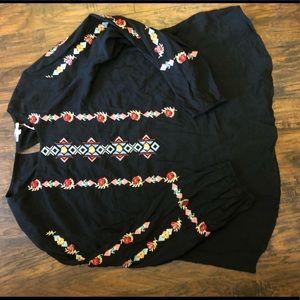 NWT Jodifl beautiful embroidery boho top black L
